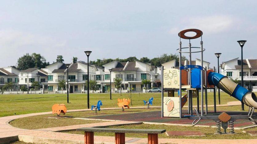 rumah semi d 2 tingkat di bandar chukai kemaman taman koperasi perdana